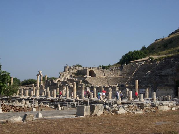 写真1 「すべての道はローマに通ず」古代ローマ時代の街道(ギリシャにて)